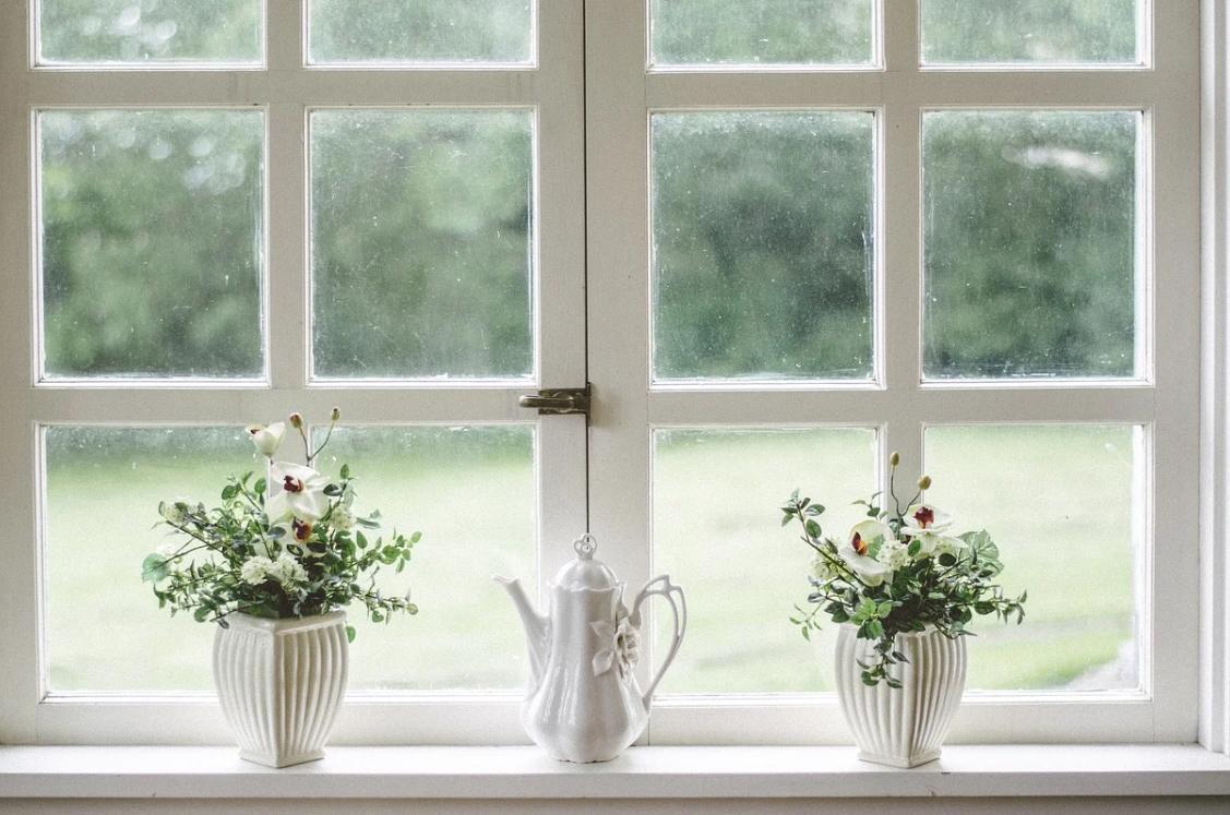 bílé okno