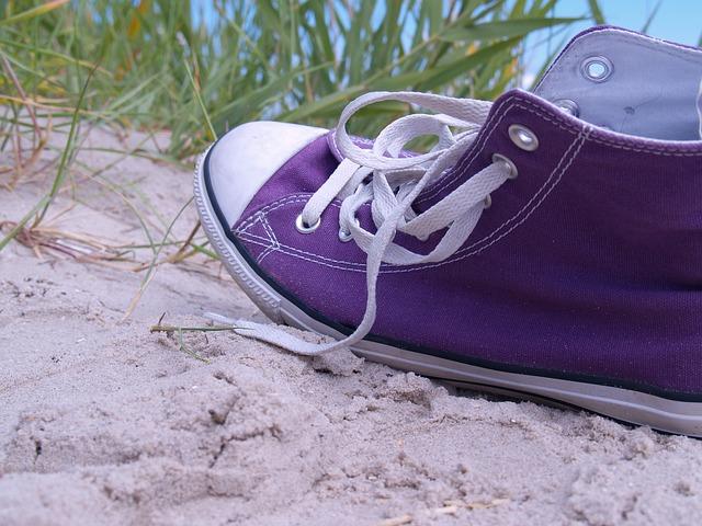 teniska v písku