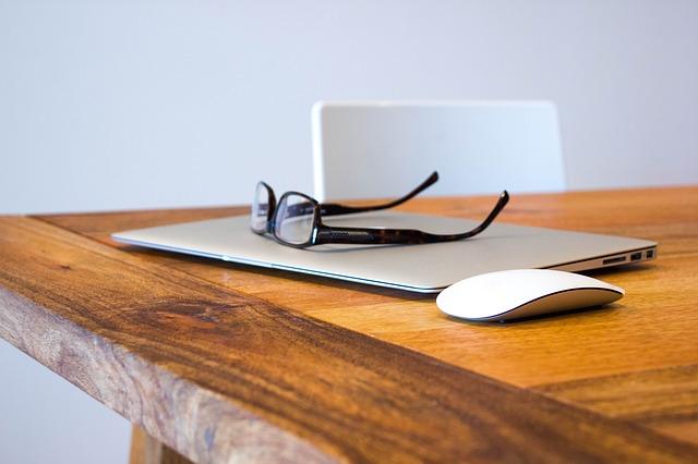 brýle na macbooku.jpg