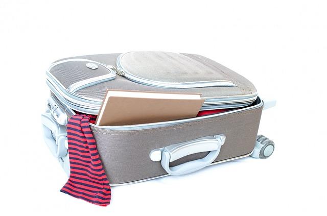 otevřený kufr