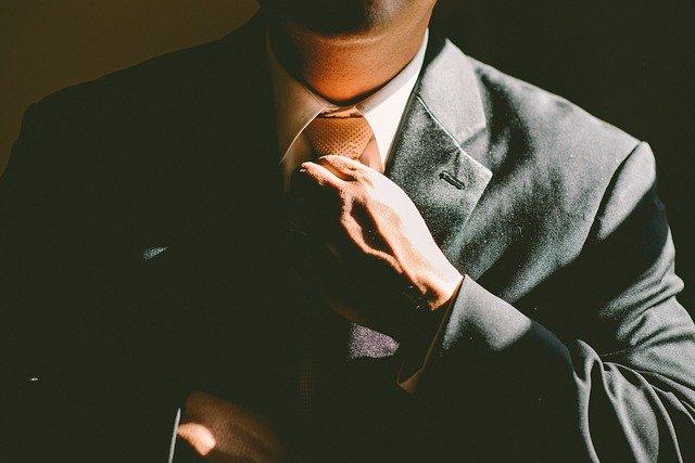muž kravata